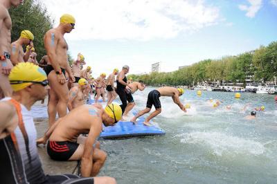 La Fluctuat 2017 à Paris, course à la nage dans le Bassin de la Villette !