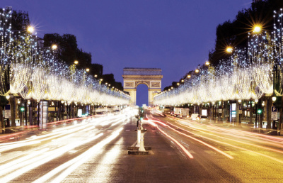 Elle va illuminer les Champs-Elysées pour Noël — Lily-Rose Depp
