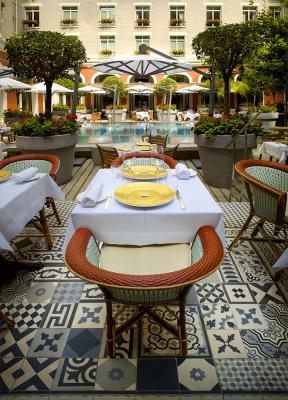 Le royal monceau ouvre sa terrasse for Restaurant la cuisine royal monceau
