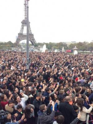 Le flashmob géant Gangnam Style de Cauet avec Psy au Trocadéro