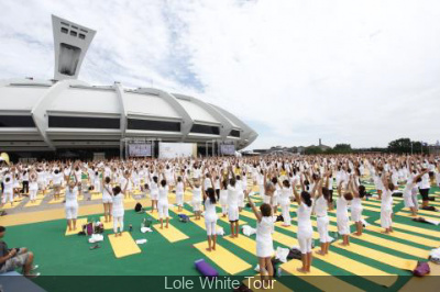http://cdn.sortiraparis.com/images/400/1467/96107-lole-white-tour.jpg