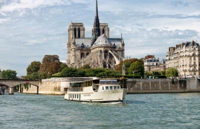 Le Bertagne, devant Notre-Dame de Paris