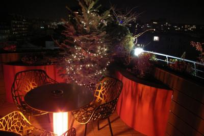 Vin chaud et mini-marché de Noël sur la terrasse du Courtyard by Marriott Paris Boulogne