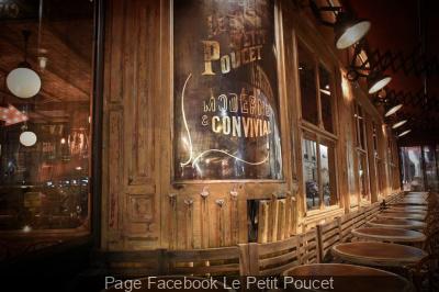 Le Petit Poucet : le bar-restaurant vintage de la Place de Clichy