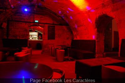 Les Caractères : la taverne parisienne pour faire la fête