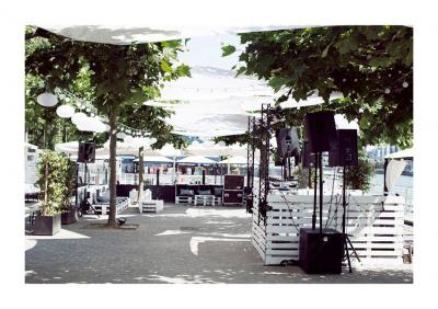 La Plage du Café Barge : cocktails, barbecue et dancing