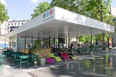 La terrasse du Café Monde et Médias sur la Place de La République