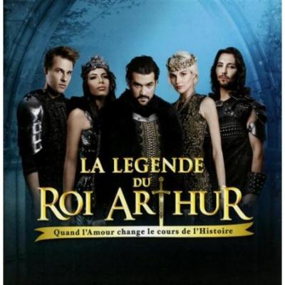 La troupe de La Légende du Roi Arthur en showcase à la Fnac des Ternes