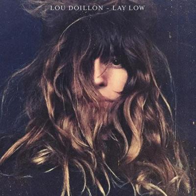 Lou Doillon en showcase à la Fnac Saint Lazare