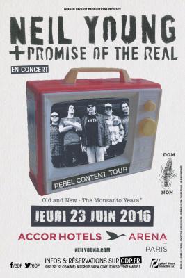 Neil Young et The Promise Of The Real en concert à l'Arena Bercy de Paris en 2016
