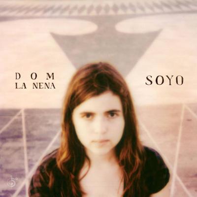 Dom La Nena en concert au Centquatre