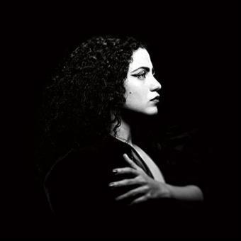 Emel Mathlouthi en concert à La Gaîté Lyrique de Paris