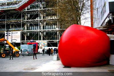Le RedBall Project de Kurt Perschke débarque à Paris