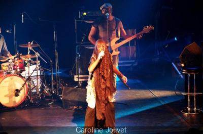 Brigitte Fontaine en concert au Bataclan en novembre 2013