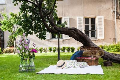 Le Pique-Nique des Mécènes dans les Jardins Renoir