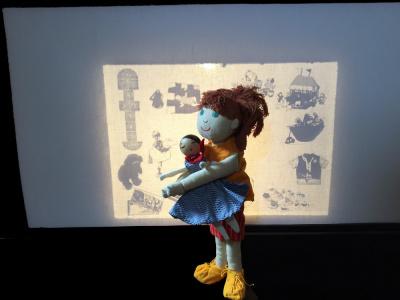 La poupée qui mord, spectacle pour enfants sur le Bateau Daphné