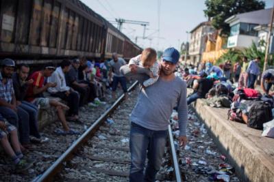 Balkans transit, l'exposition sur les grilles de l'Hôtel de Ville