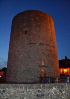 Visite nocturne du château de Dourdan : insolite !