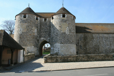 Le Château de Dourdan à l'heure des enfants : jeux et ateliers en août