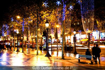 Illumination des Champs-Elysées 2014 par Omar Sy