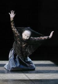 Rencontre entre Carlotta Ikeda du Butô à la danse insensée et les Photographies de Laurencine Lot au Dorothy's Gallery