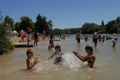 Swimming and beach areas in paris and the ile de france region for Outdoor swimming in paris