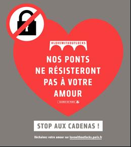 Installation des stickers #lovewithoutlocks pour mettre fin aux cadenas sur les ponts parisiens