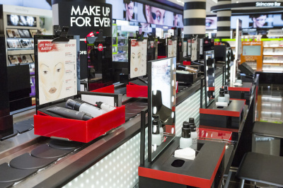 Make Up Forever ouvre son bar beauté chez Sephora Champs-Elysées