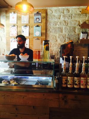 Humm... DOnuts ouvre son premier café