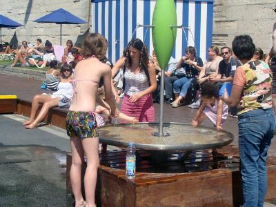 Fontaine à eau à Paris plage, sur les bords de Seine
