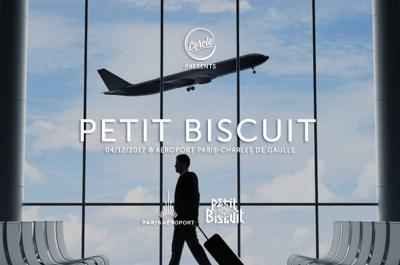 Petit Biscuit en concert à l'aéroport Paris-Charles de Gaulle