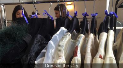 Vide-dressing Dress in the City à la Ellia Art Gallery