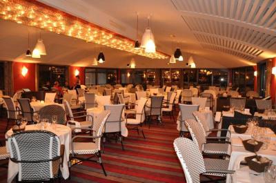 Le Jazz River Café