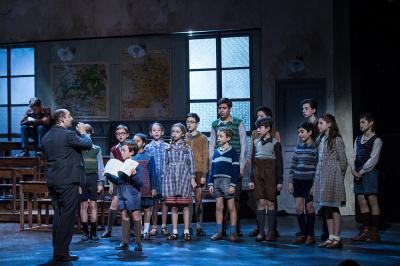 Les Choristes, le spectacle musical, aux Folies Bergère de Paris