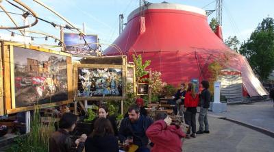Le Nouveau Tigre, restaurant du Cirque Electrique vous accueille sur sa terrasse tout l'été