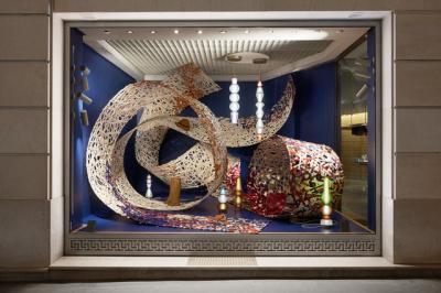 La duo d'artistes LAPS habille les vitrines d'Hermès !