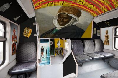 Le musée du Quai Branly s'expose dans un train de la ligne E