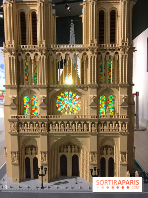 Exposition LEGO à l'Hôtel de Ville - façade de Notre Dame de Paris