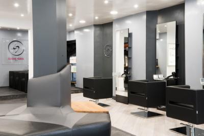 Ludovic geheniaux ouvre un salon de coiffure coloriste paris for Salon de coiffure professionnel