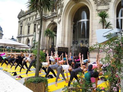 Cours de Yoga sur la terrasse de l'Opéra Garnier