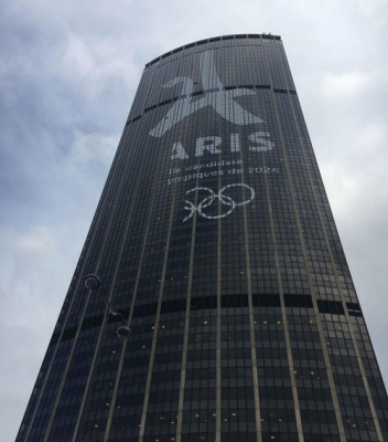 Les JO s'affichent sur la tour Montparnasse