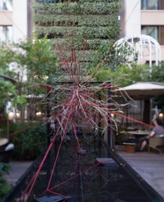 the red garden installation artistique et cocktails ph m res au mandarin oriental. Black Bedroom Furniture Sets. Home Design Ideas