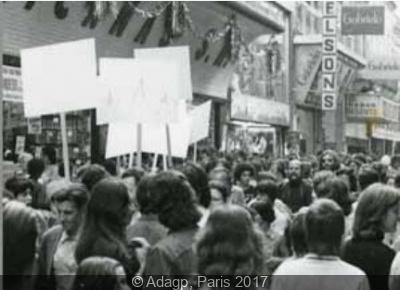 Le Blanc envahit la ville, action urbaine en marge de la 12ème Biennale de Sao Paulo, 1973.