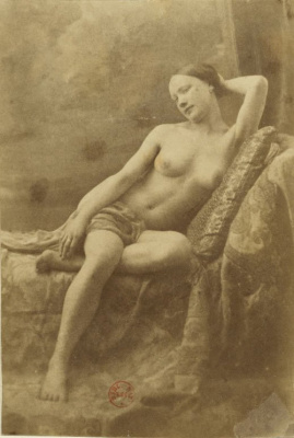 Eugène Durieu / Nu féminin assis sur un divan
