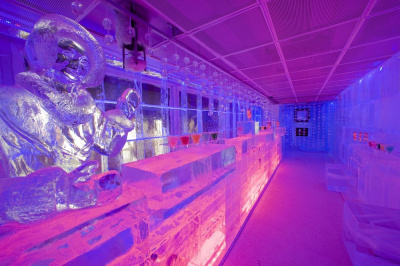 the kube hotel 39 s ice bar a unique concept in france. Black Bedroom Furniture Sets. Home Design Ideas