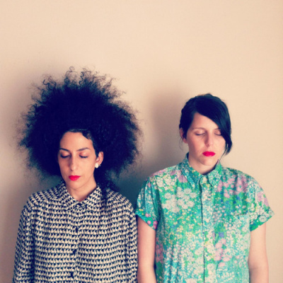 Roni Alter & Einav Jackson Cohen, duo féminin incontournable de la scène tel avivienne underground-indie-folk en concert