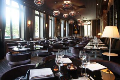 L'Arc à Paris - Le restaurant bar Club