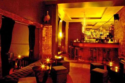 bar, briques, salle cachée