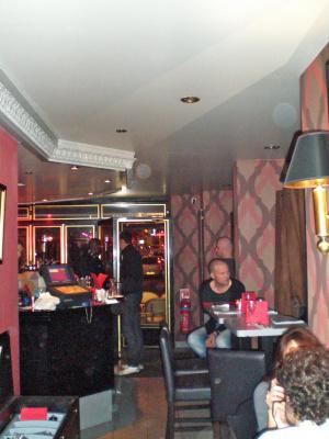 le napoléon, restaurant, brasserie, murs rouge