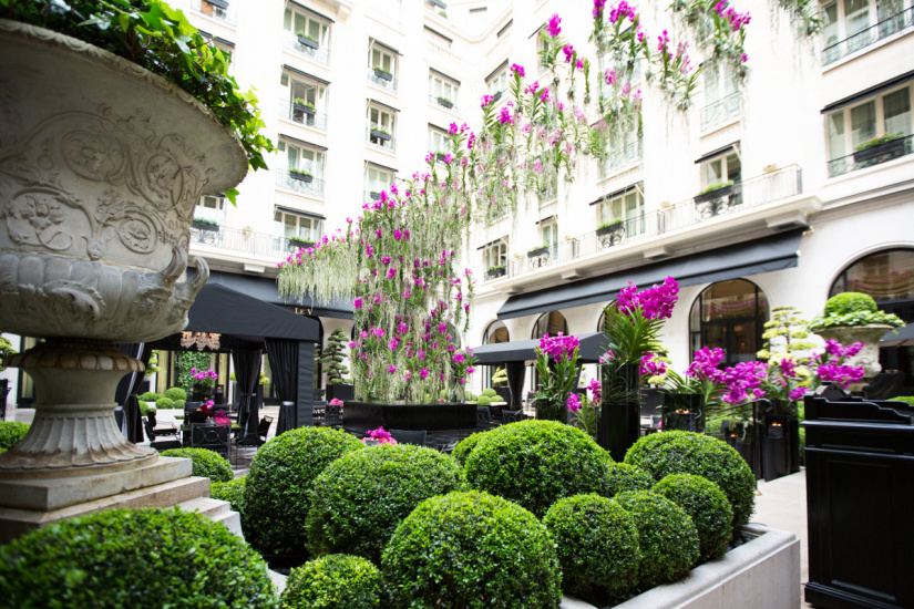 nouvelle cour de marbre au four seasons hotel george v. Black Bedroom Furniture Sets. Home Design Ideas
